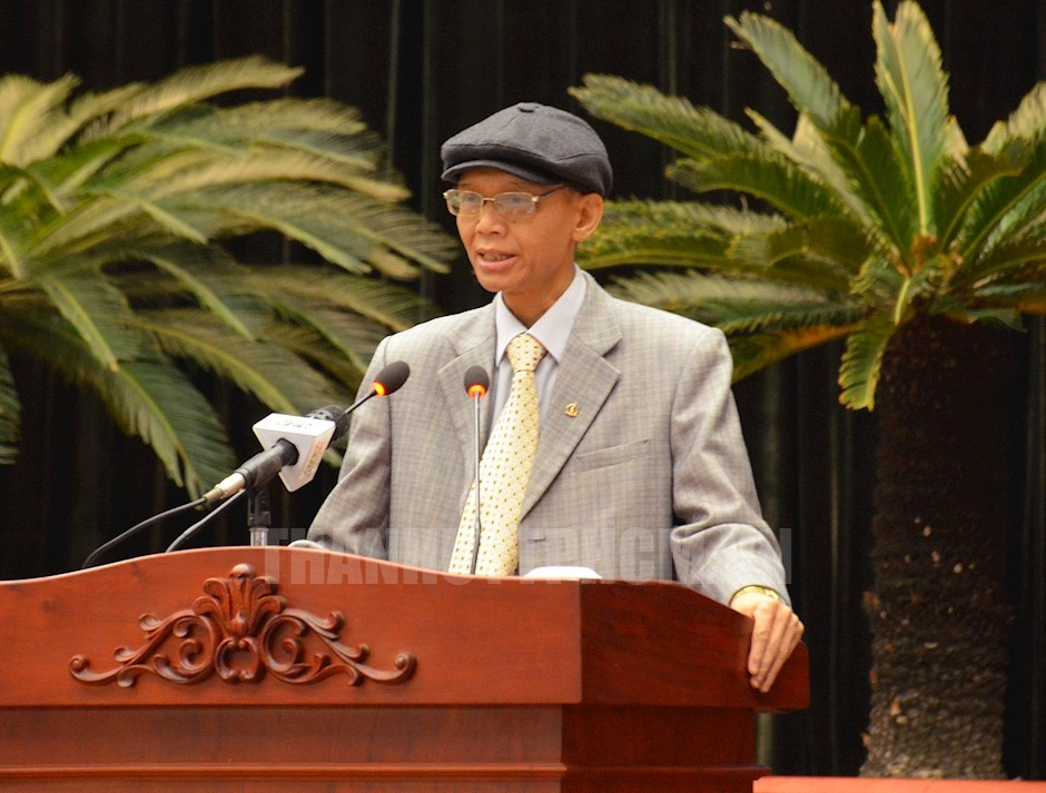 PGS.TS Phạm Ngọc Anh báo cáo tại hội nghị
